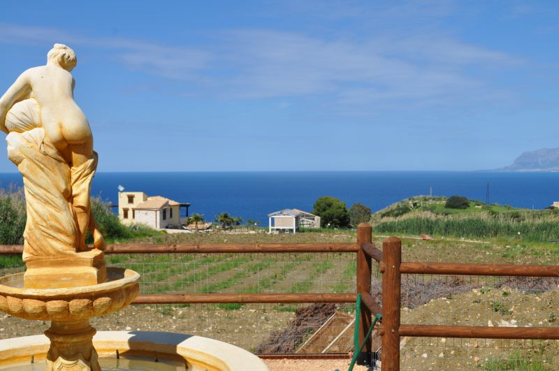 Vistas desde el balcón Alquiler Villa 66027 Scopello