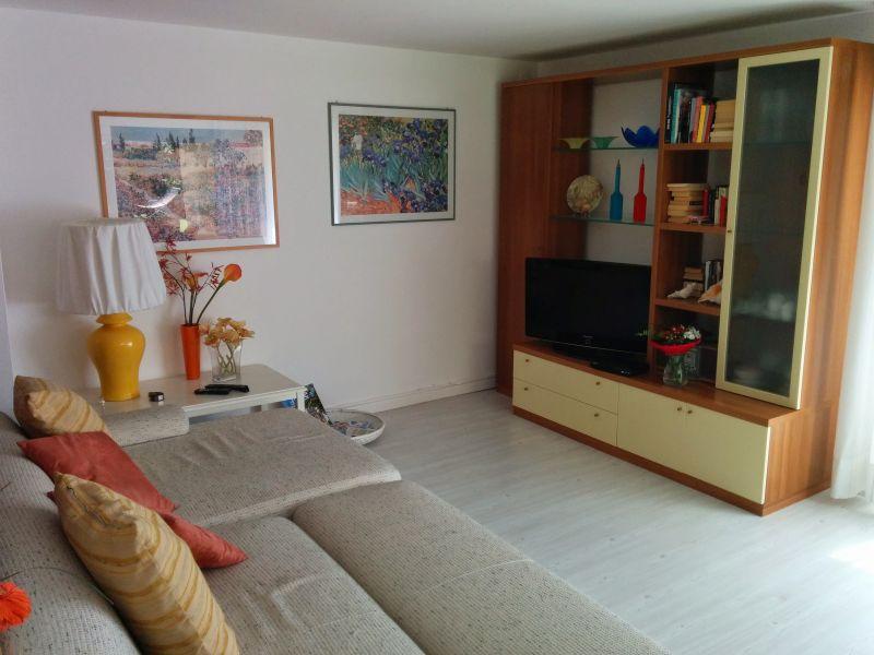 Salón Alquiler Villa 61113 Garda