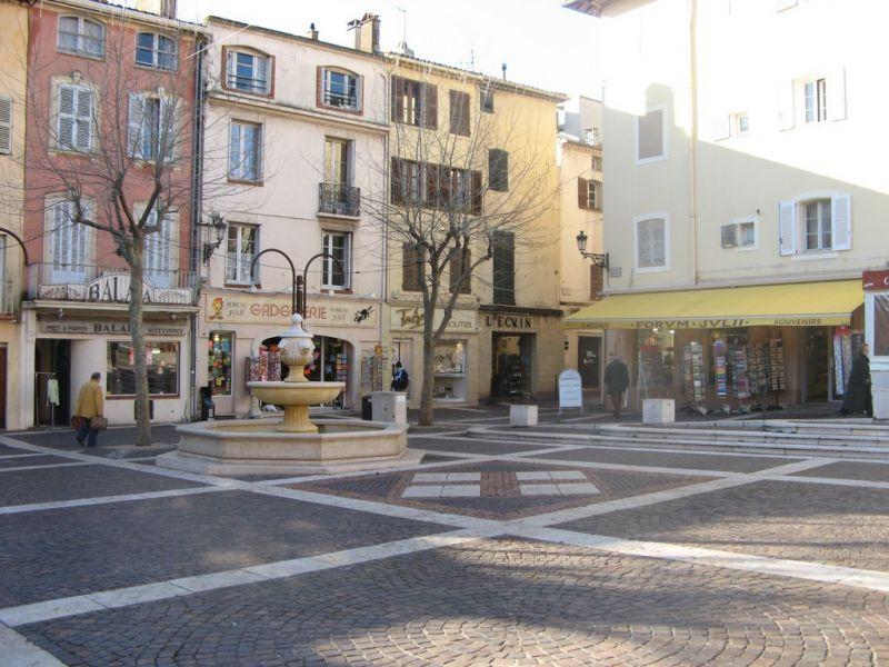 Vistas de las proximidades Alquiler Apartamento 8488 Fréjus